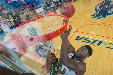 [Story and Gallery] Turman's last-second dunk gives Owls the win 62-59 over UAB
