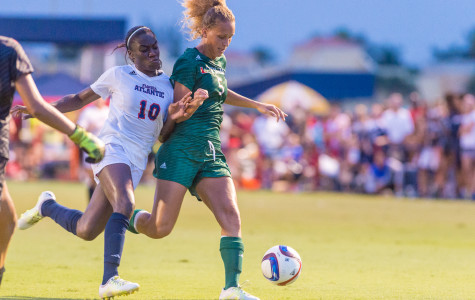Women's Soccer: Geovana Alves, Claire Emslie led team to best start ever