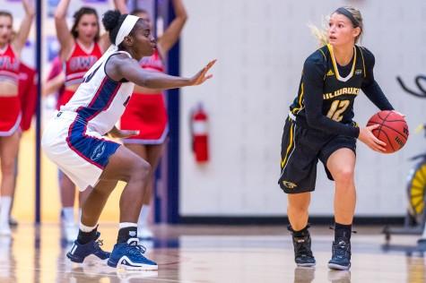 Women's Basketball: Owls split weekend Thanksgiving tournament
