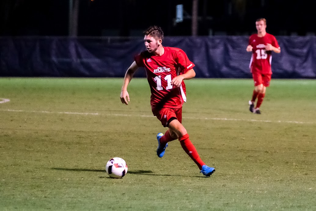 Freshman midfielder Kyle Fries dribbles the ball in the Owls 1-0 win over Niagara on Sept. 2. Mohammed F. Emran | Staff Photographer