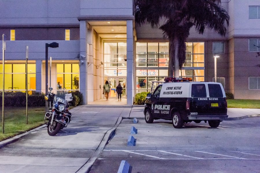 Students walk into Indian River Towers near 5:45 p.m. Wednesday. Jonathan Scott | Contributing Photographer