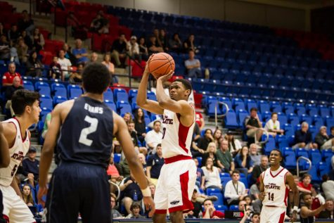 Men's basketball: second-half shooting woes results in loss to UTEP