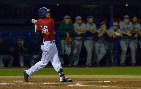 Baseball: Owls score 31 runs over weekend, win 2-of-3 over Illinois