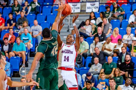 Men's basketball: Owls hold off late rally from WKU to win 65-62