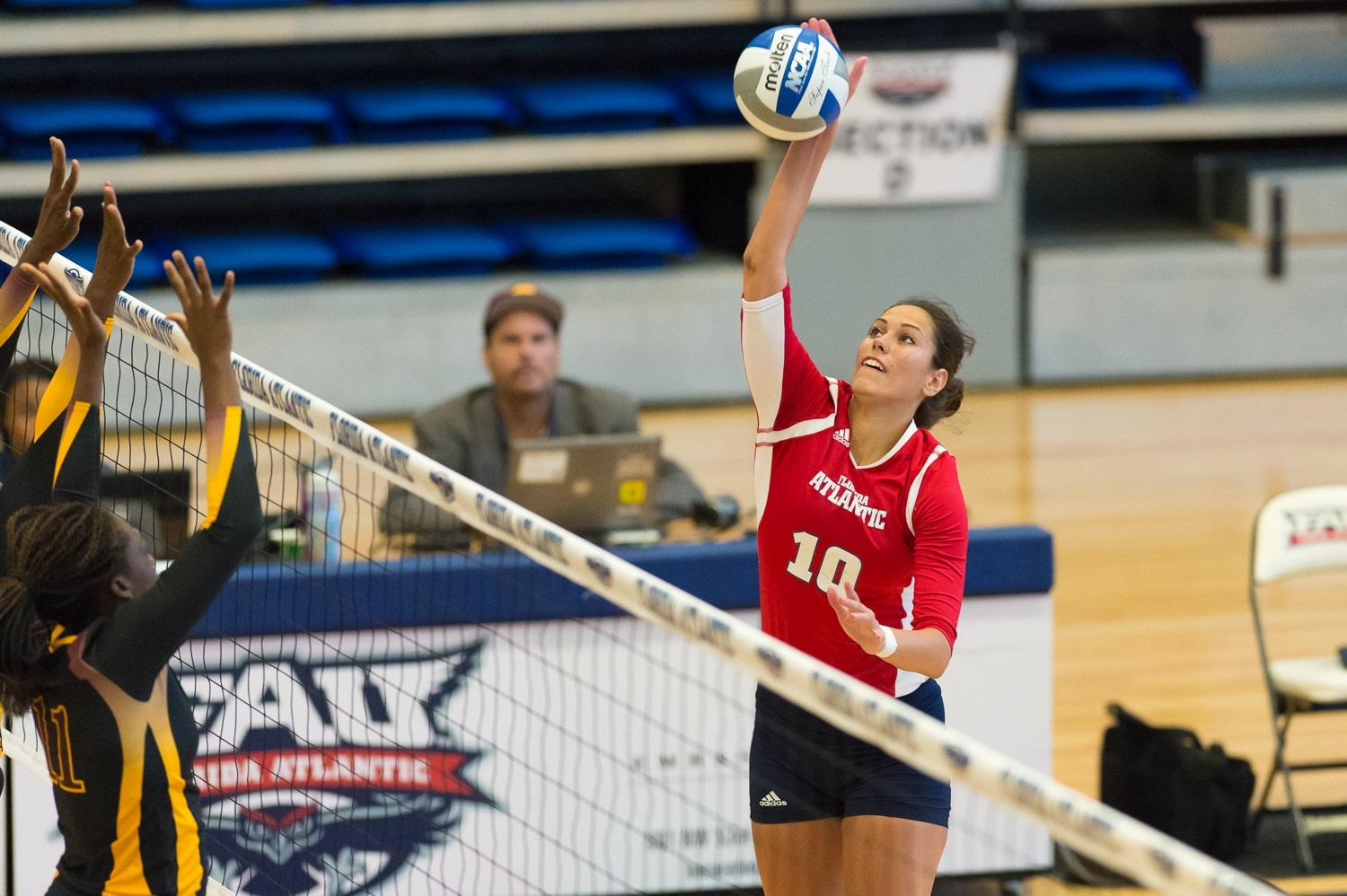 Ivana Bulajic, Owls middle blocker/right side hitter spikes the ball during FAU's match against Bethune Cookman on Friday, August 29th. Max Jackson | Photo Editor