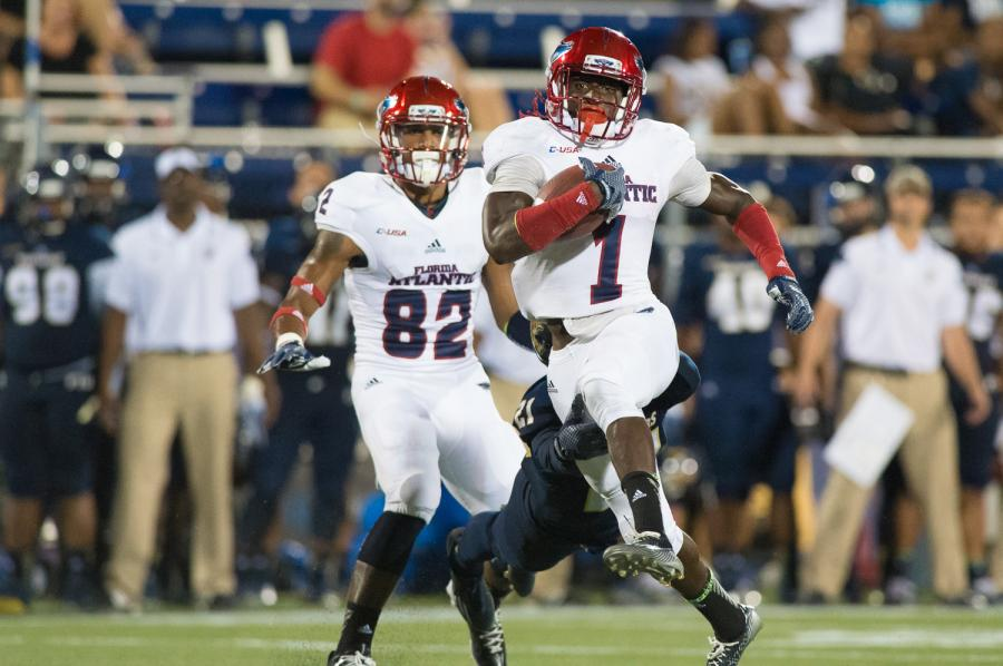 Lucky Whitehead scored the lone Owl touchdown in FAU's 38-10 loss to rival Florida Interntional University. Photo by Max Jackson
