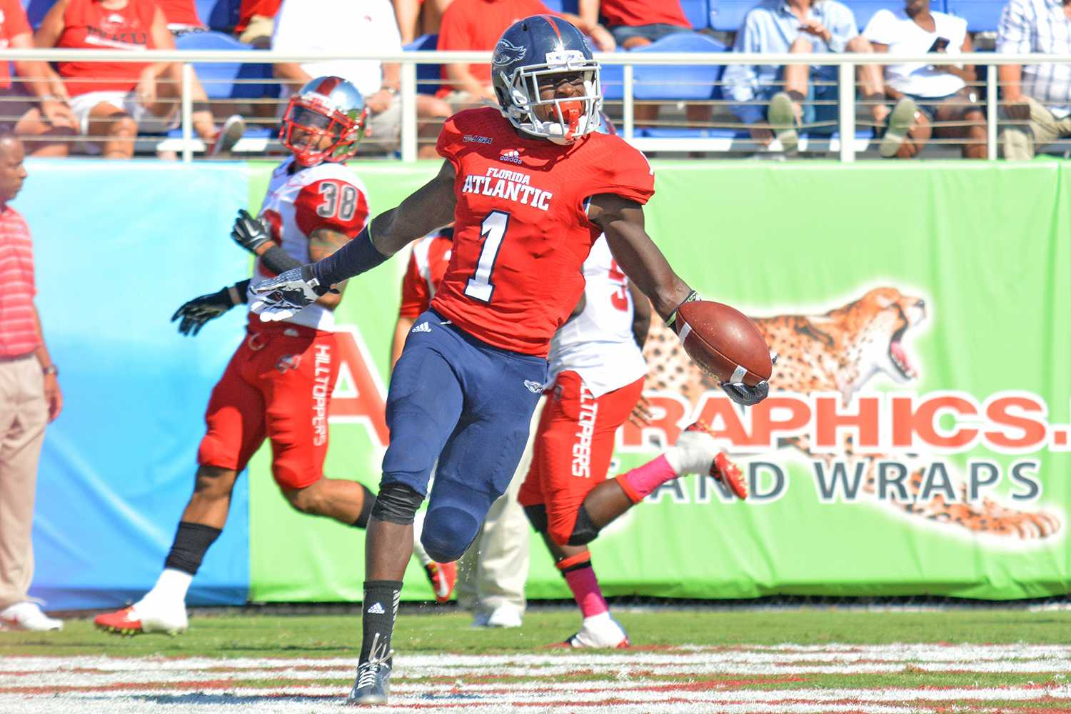 Michelle Friswell | Creative Director  Wide receiver Lucky Whitehead scores what would become the game-winning touchdown for FAU with 01:28 remaining in the game.