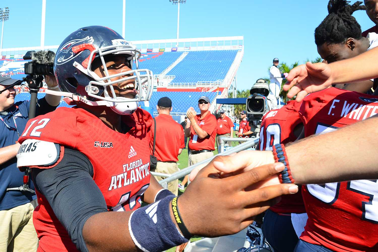 Ryan Murphy | Business Manager FAU quarterback Jaquez Johnson meets student fans after the Owls' 45-38 victory over Western Kentucky.