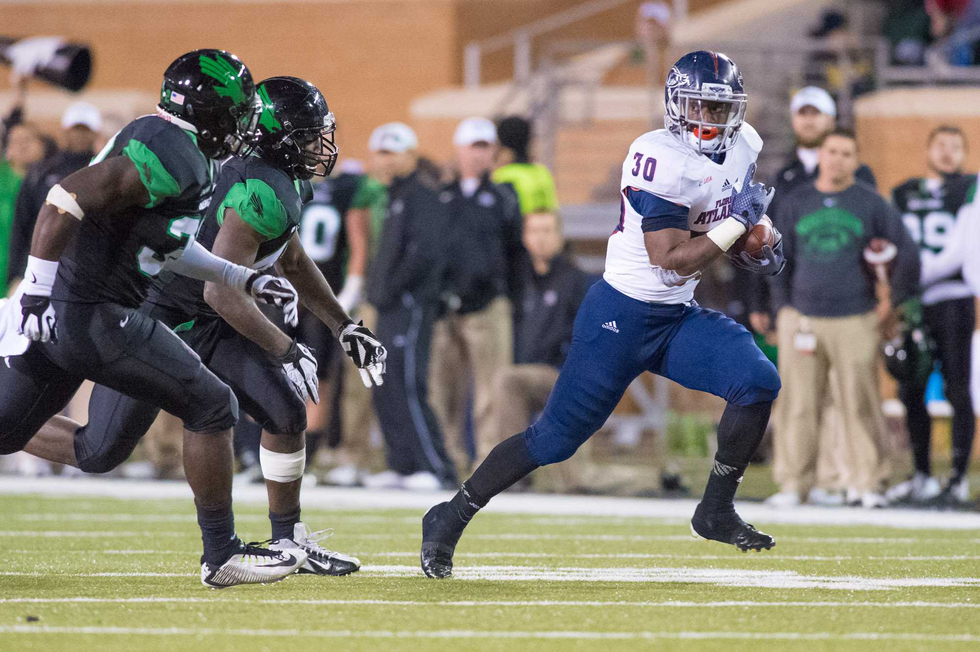 [ Max Jackson | Photo Editor ] FAU running back Jeremy Gaskins rushes for 12 yards on 2nd and 4 to pick up a first down in the third quarter. Gaskins led the team with 38 rushing yards.