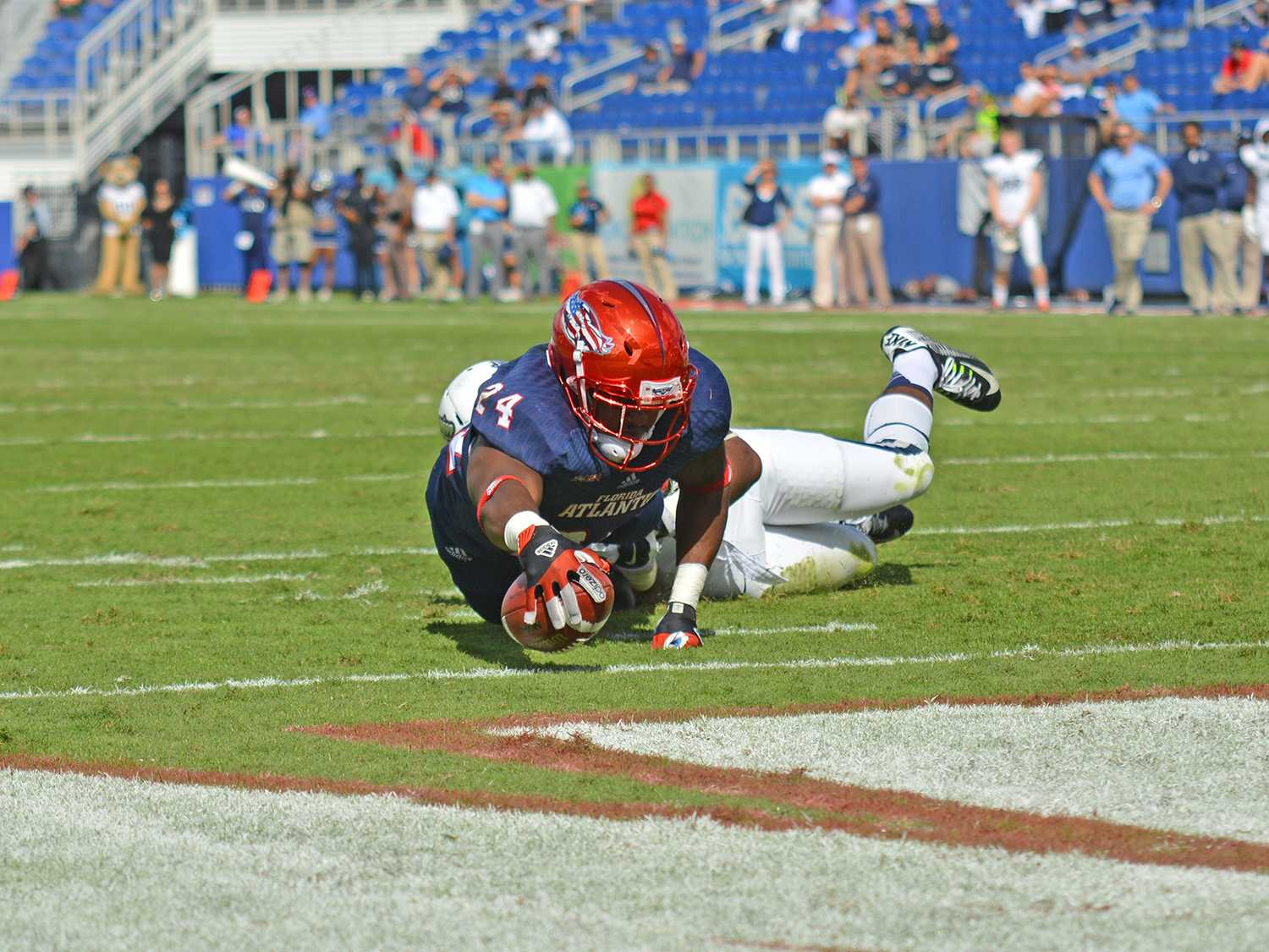 Senior running back Tony Moore scores the Owls' first touchdown against Old Dominion. Moore led the team in rushing with 83 yards.