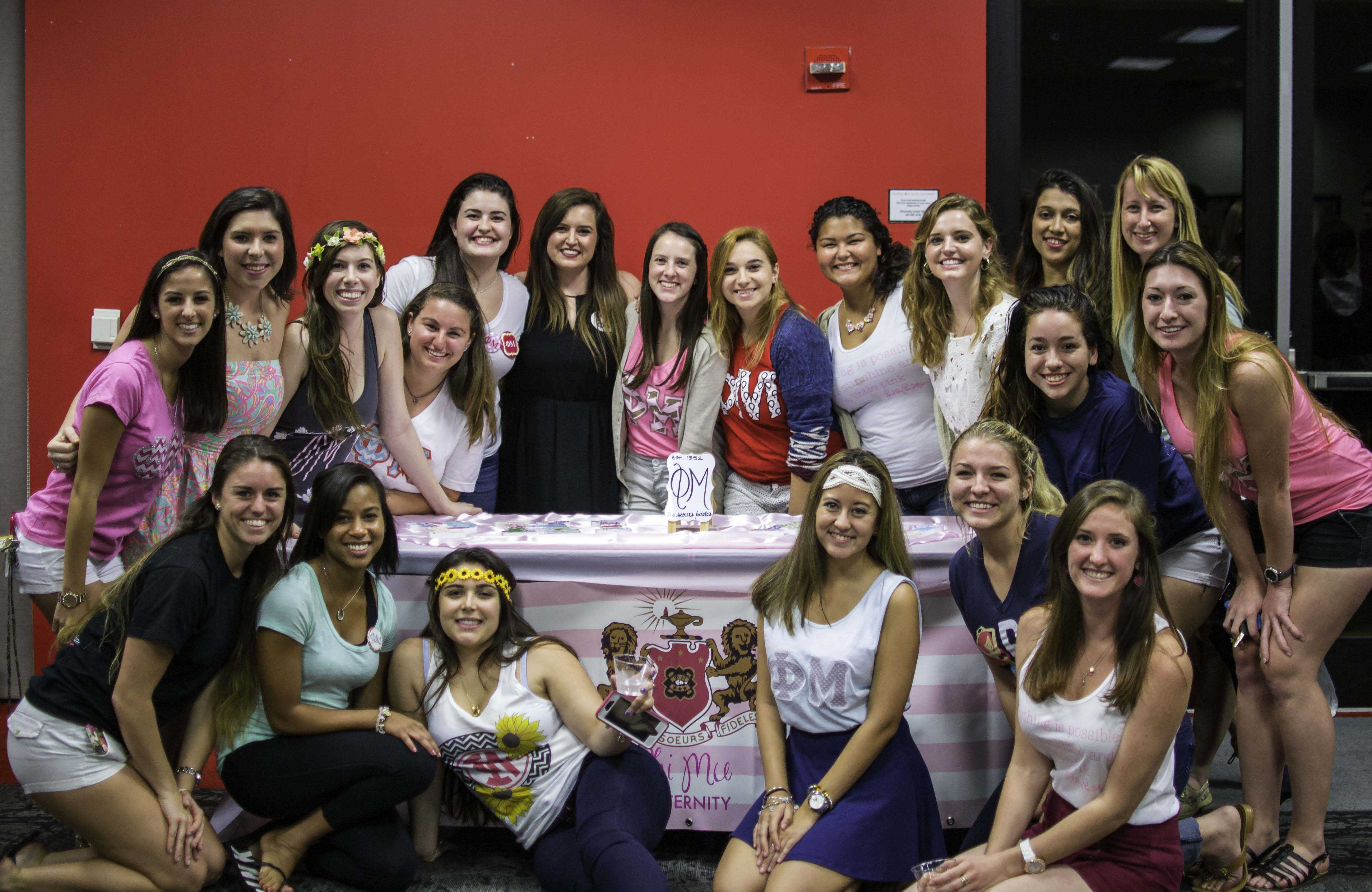 Sisters of Phi Mu at the Grilling with the Greeks event.