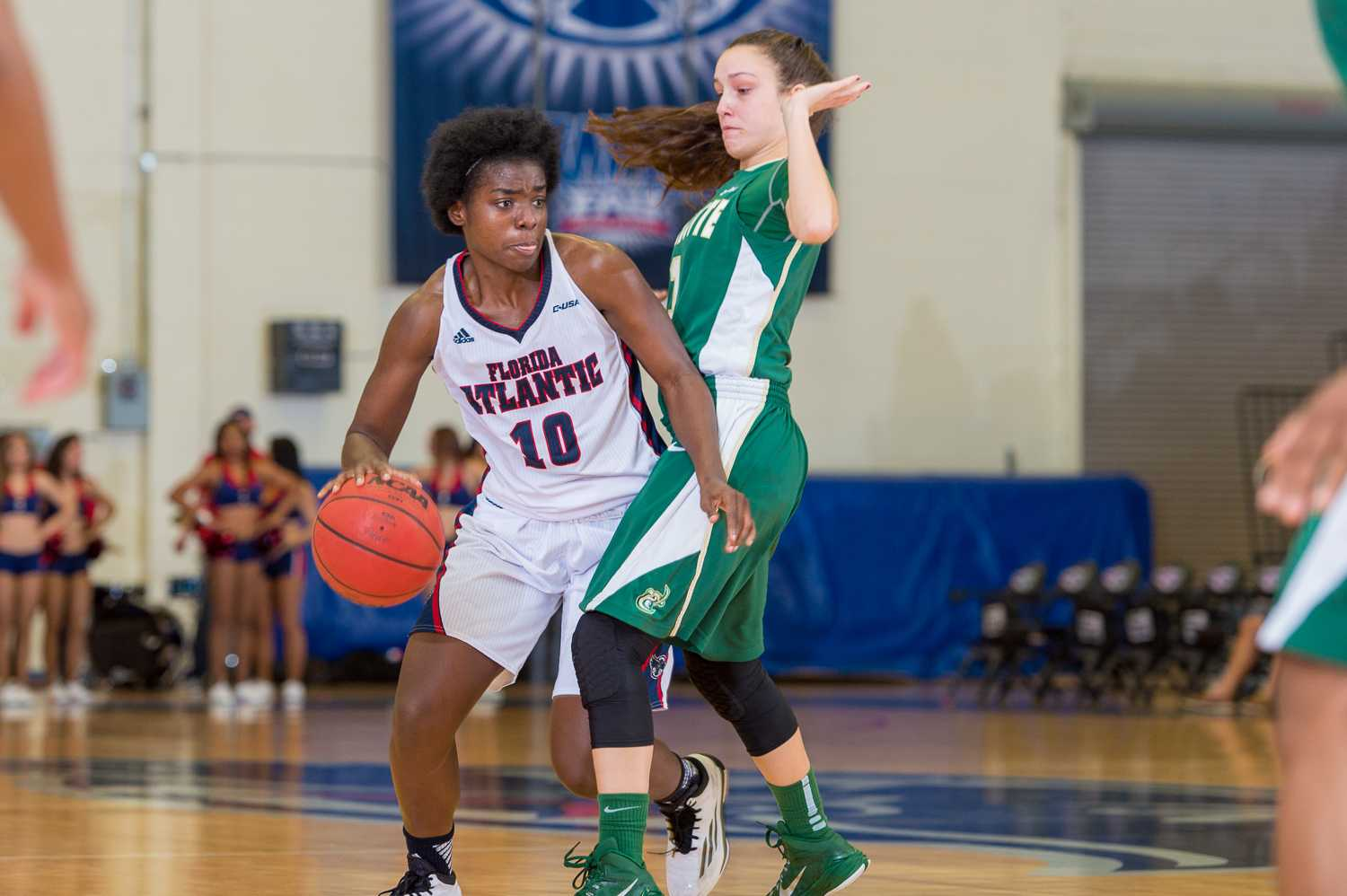 FAU guard Morgan Robinson (10) dribbles past 49ers guard Ciara Gregory (1).