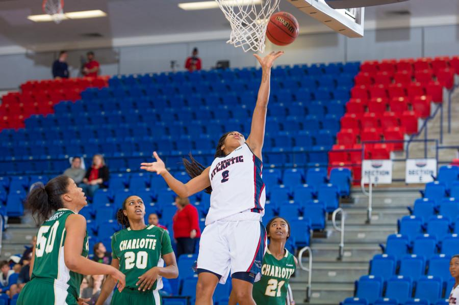 FAU+guard+Shaneese+Bailey+scored++10+points+in+the+Owls%27+win+over+Charlotte+on+Jan.+29.+Photo+by+Max+Jackson