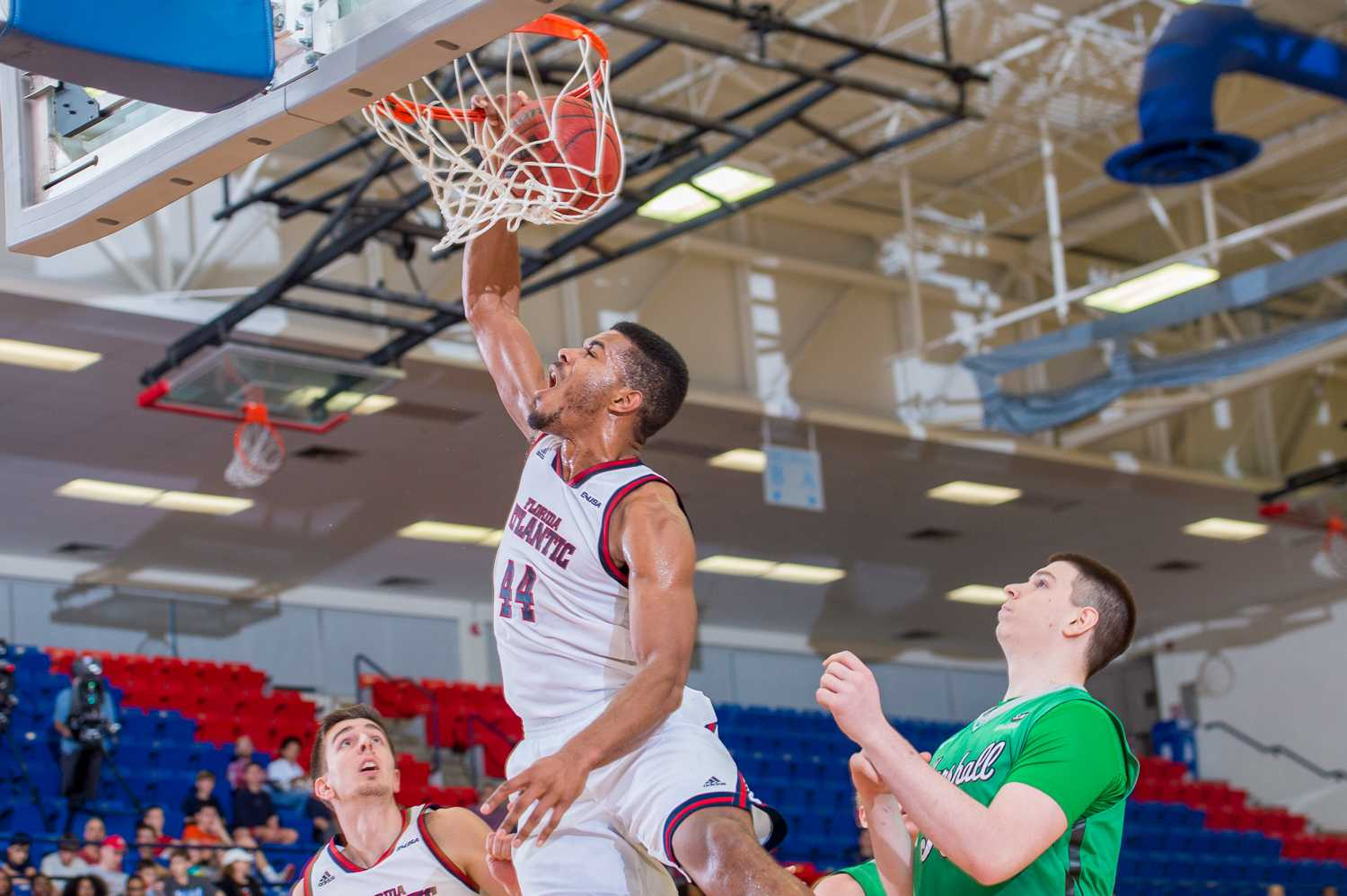 Kelvin Penn (44) dunks the ball on a breakaway in the first half while the players around him watch.