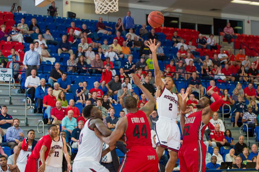 Marquan+Botley+converted+a+floater+with+under+five+seconds+left+to+tie+the+game+at+71.++Photo+by+Max+Jackson