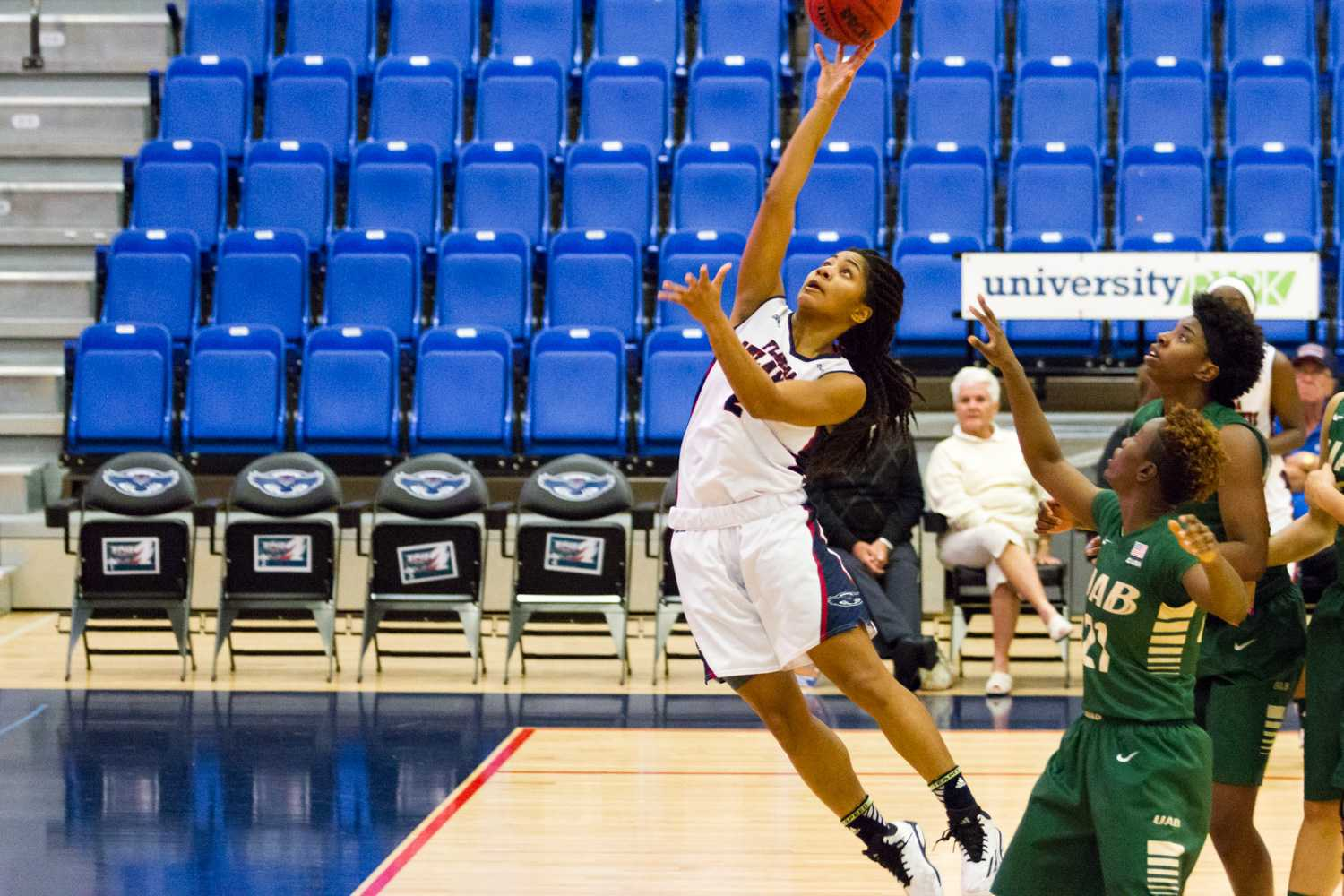Shaneese Bailey lays in a basket. The sophomore guard scored 29 points in a 66-56 win over UAB.