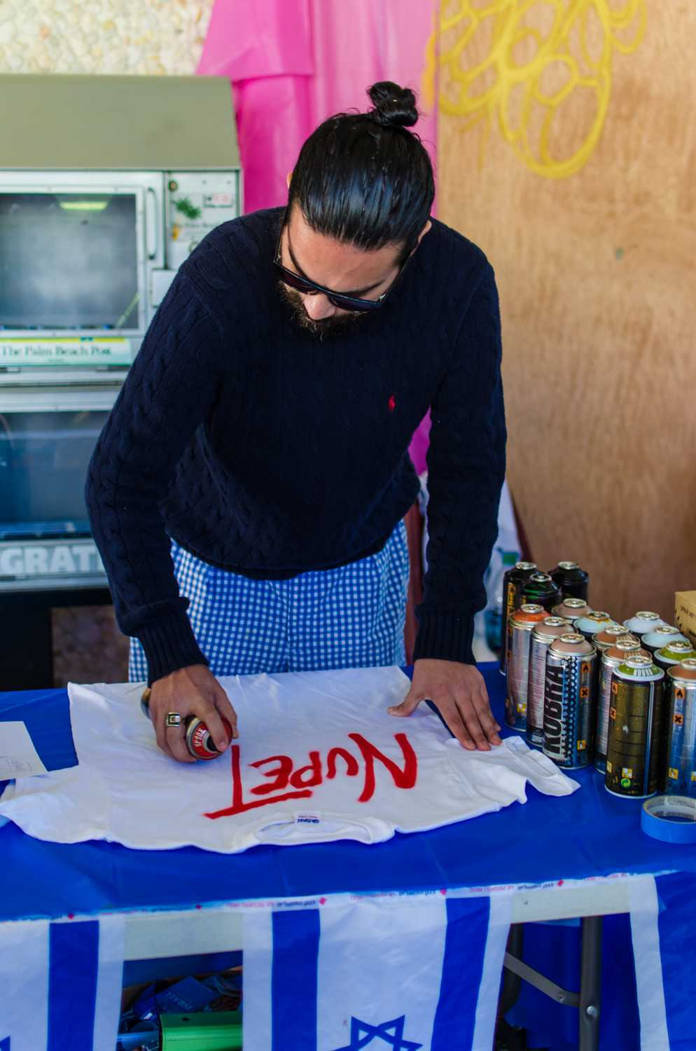 "A graffiti artist at the ""Artists for Israel"" event begins making a t-shirt for an FAU student on Feb 12th."
