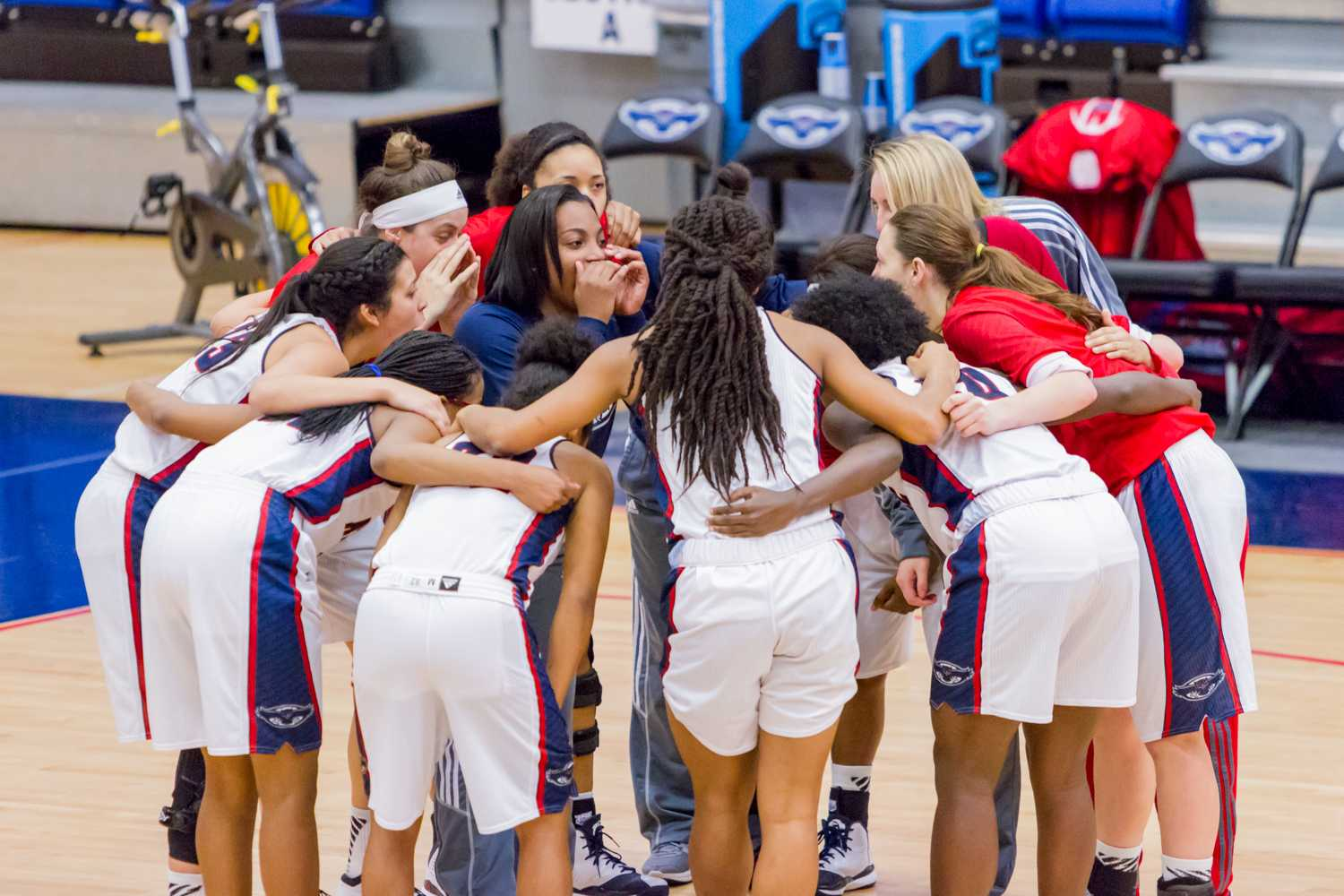 Redshirt freshman Ro Hayes (3) motivates her teammates before the start of the game.