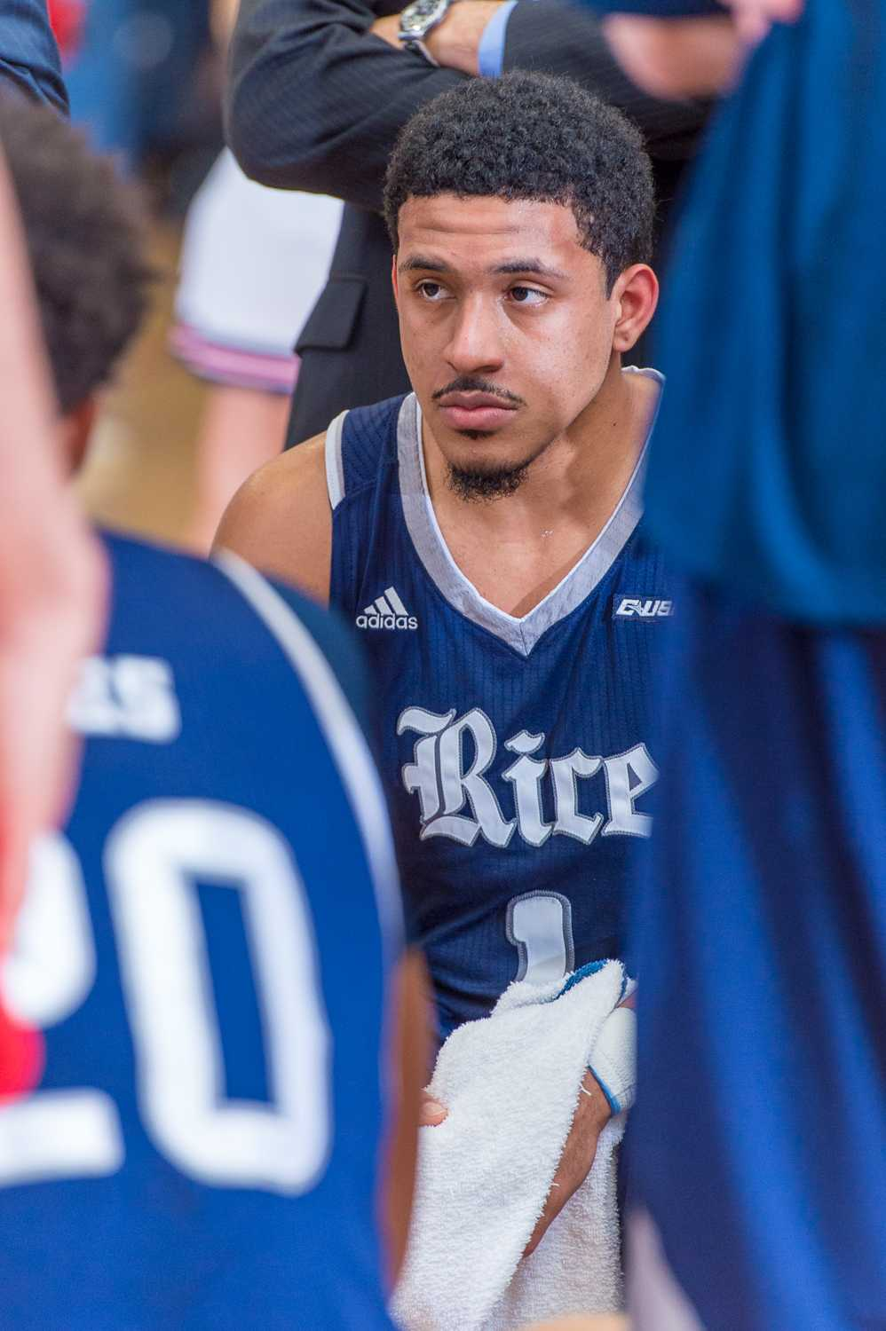 Max Guercy (1) of the Rice Owls sits with his teammates during a timeout.