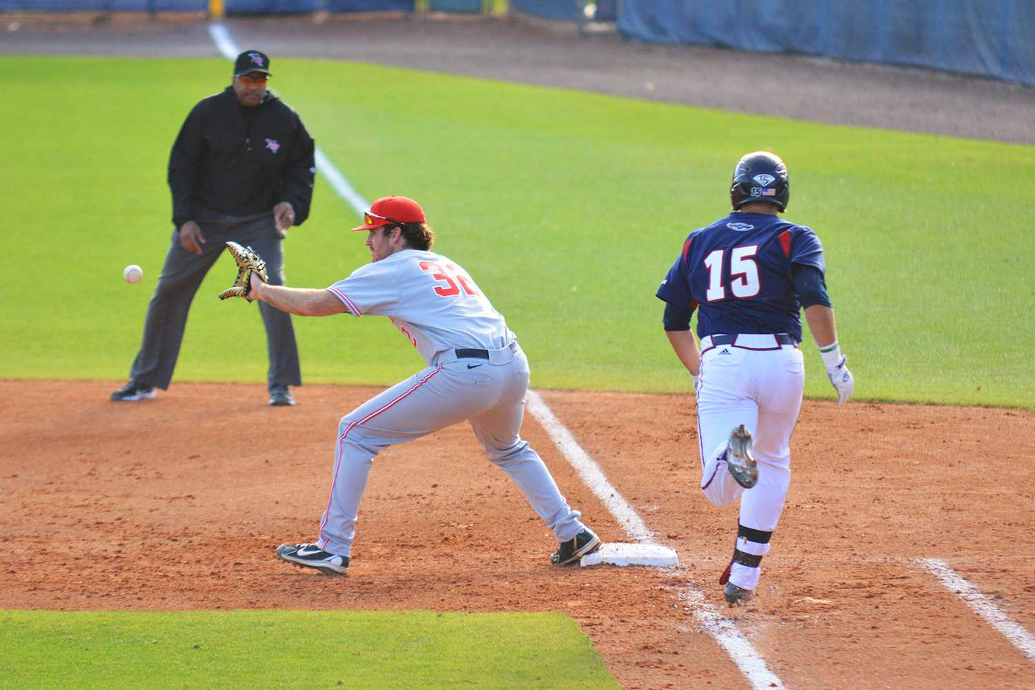 FAU's Roman Collins (15)  tries to outrun the ball at first base in the Owls' win on Saturday.