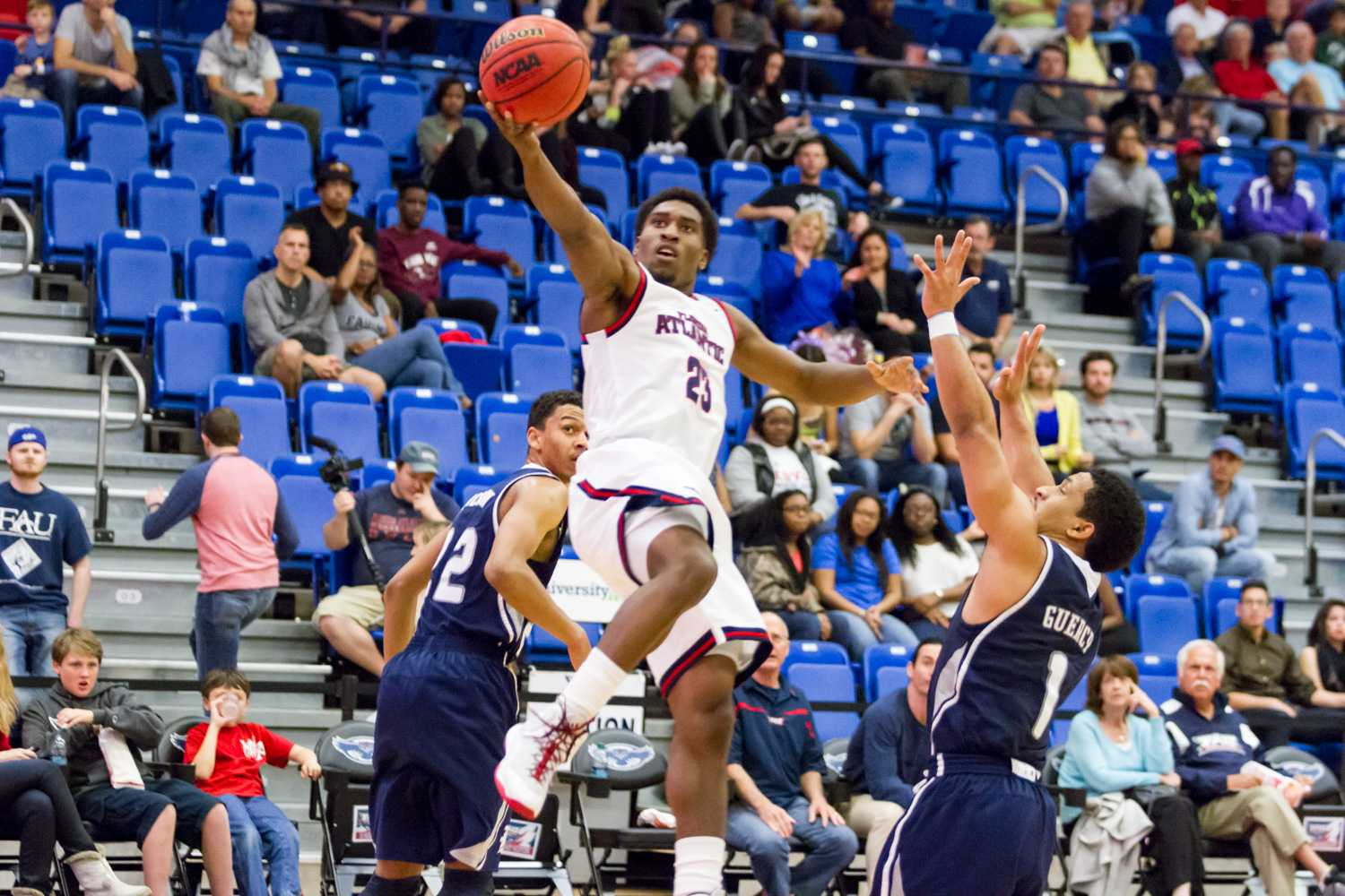 Guard Solomon Poole scored a team-leading 22 points in the Owls' loss to Rice on Feb. 21. Photo by Idalis Streat