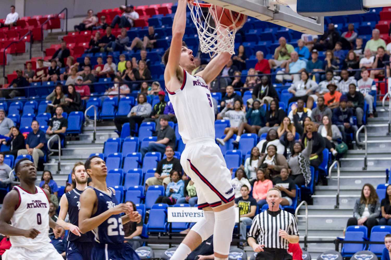 Forward Javier Lacunza (5) dunks to finish a fast break. The junior had four points on the night.
