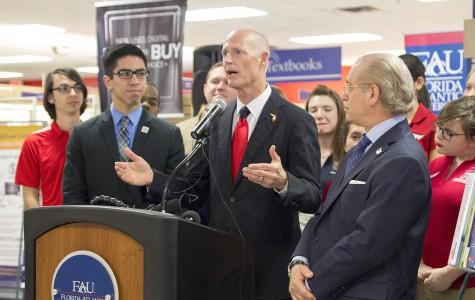 Rick Scott discusses textbook initiative and financial aid on Boca campus