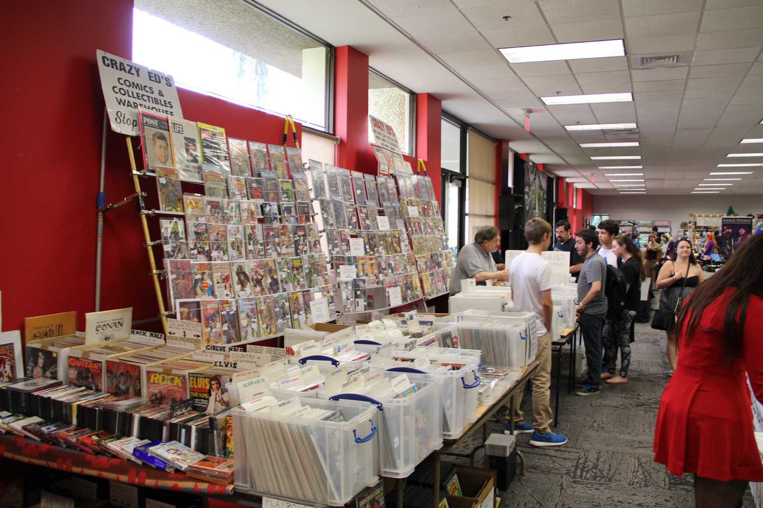 Many comic stores in the area had booths selling comics that were old, new, rare and common.