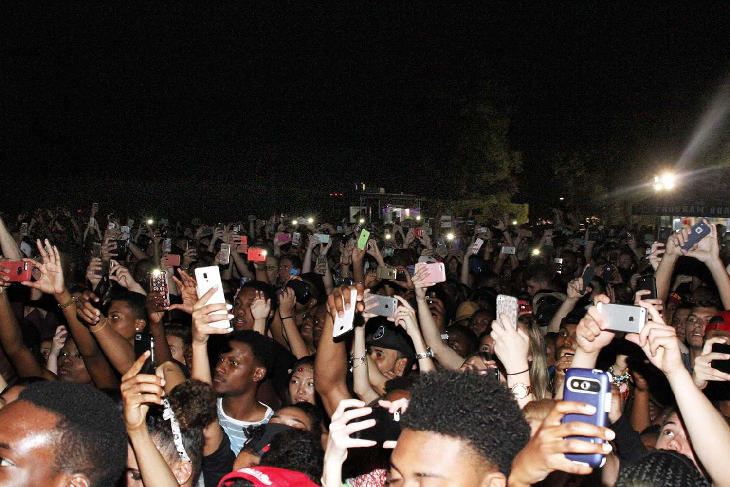 The crowd prepares for Big Sean as his music starts to play preceding his entrance. Sabrina Martinez | Creative Director
