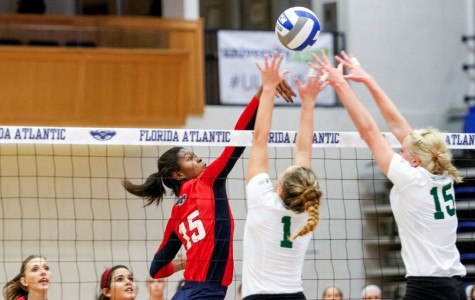 Opposite hitter Gabrielle Dixon blocks a Stetson scoring attempt during the 2015 FAU Invitational tournament. Mohammed Emran | Staff Photographer
