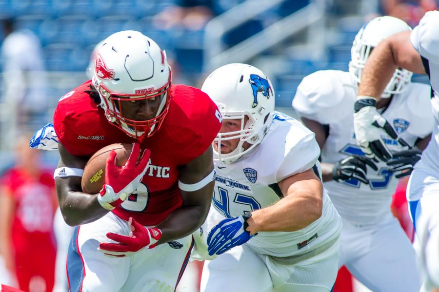 Greg+%28Buddy%29+Howell+%289%29%2C+a+sophomore+running+back+for+the+Owls%2C+starts+FAU%E2%80%99s+opening+drive+Saturday+with+a+13+yard+rush+to+the+38+yard+line.++Howell+rushed+for+78+yards+with+an+average+of+5.4+yards+per+carry.+Max+Jackson+%7C+Staff+Phtotgrapher