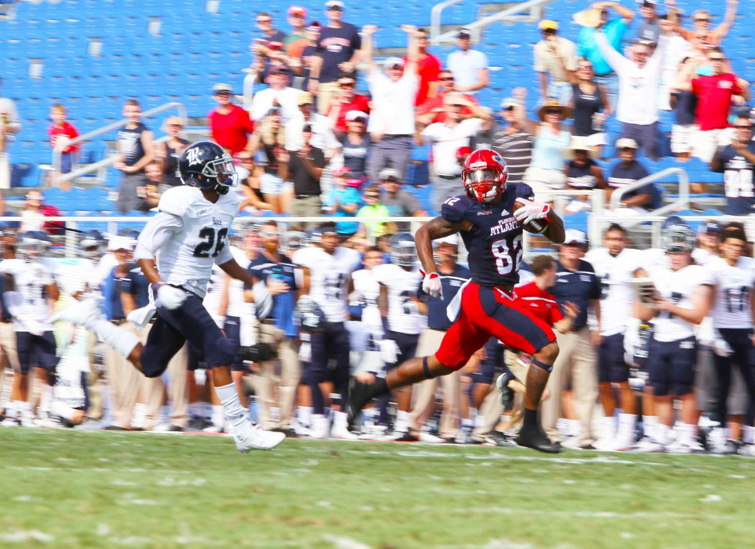After a drawn-out stride across the field, FAU sophomore wide receiver Kamrin Solomon (82) goes for a touchdown before the end of the second quarter. Jessica Wilkerson | Contributing Photographer