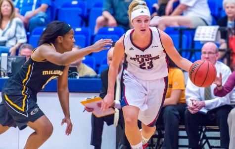 Women's Basketball: Owls split two games in the Montana Lady Griz Classic