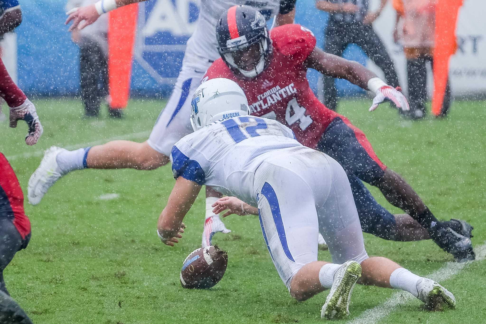 UPWEB_FAU Football vs Middle Tennessee 2015_ Mohammed Emran-6940