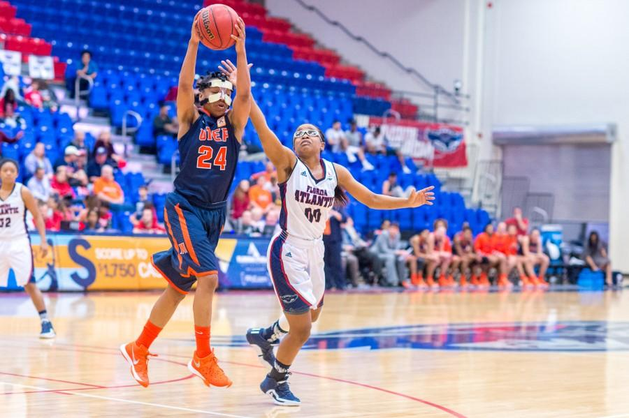 UTEP guard Jenzel Nash (24) steals a pass intended for Owls' guard Danneal Ford (00) on Jan 21. Nash was the highest scoring Miner with a total of 17 points during the 78-66 FAU loss. Max Jackson | Staff Photographer