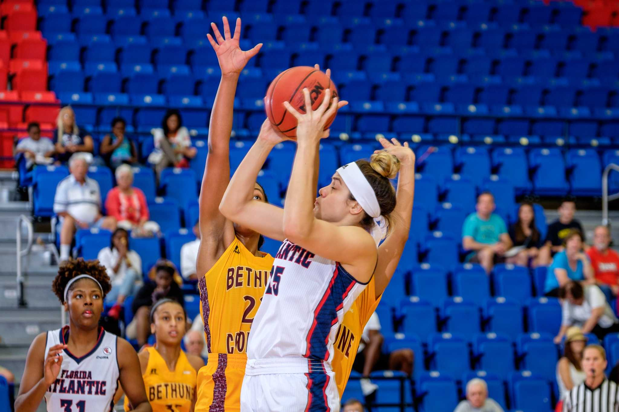 Junior Sasha Cedeno scored a team-high 19 points in the Owls loss to the University of Texas at San Antonio on Wednesday. Photo by Mohammed F. Emran.