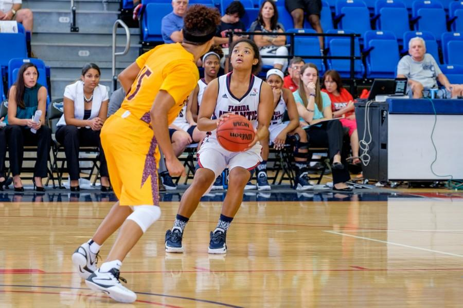 Sophomore guard Malia Kency (32) shoots during the opening game of the FAU Holiday Tournament on Dec. 29. Mohammed Emran | Asst. Creative Director