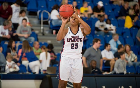Halee Davis: from volleyball captain to basketball walk-on