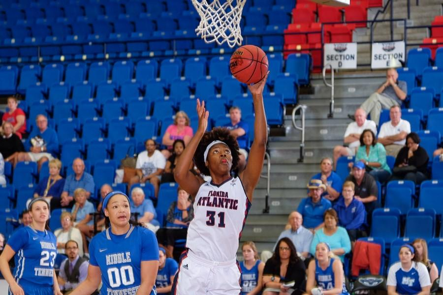 Freshman+forward+Ra%27Kyra+Gabriel+goes+for+a+layup+versus+Middle+Tennessee+Thursday.+Mohammed+F.+Emran+%7C+Staff+Photographer