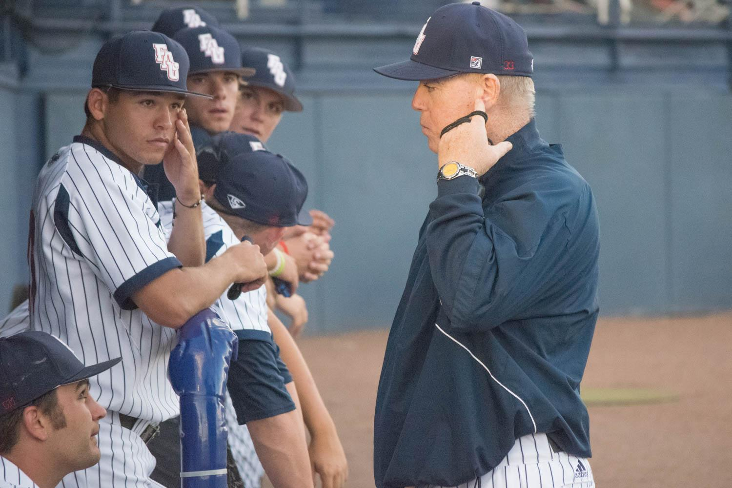 FAU head baseball coach John McCormack talks to his players during their 2017 series against Charlotte. Ryan Lynch | Editor-in-Chief