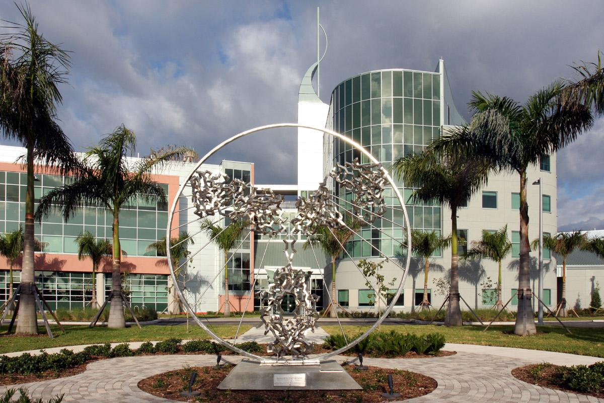 Photo of The Scripps Research Institute in Florida courtesy of Wikimedia Commons.