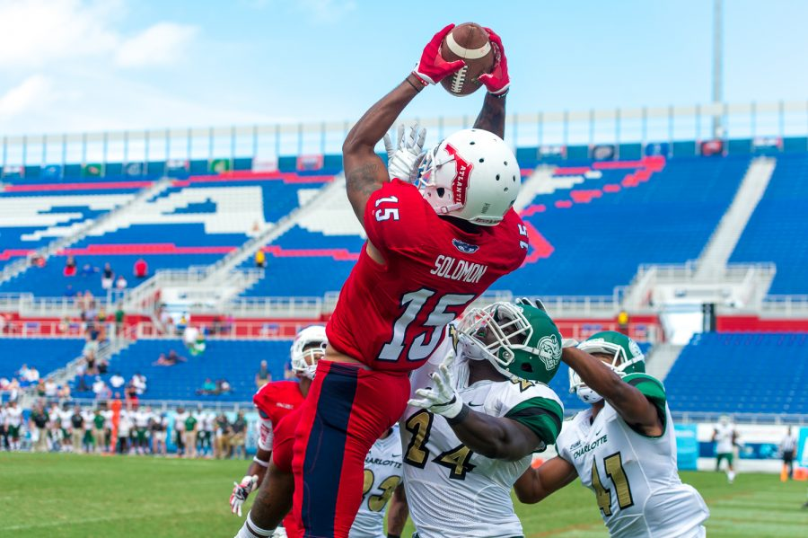 Football  Florida Atlantic goes down to the wire against Charlotte ... 5ab68d518