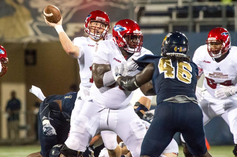 FAU quarterback Jason Driskel (16) throws to a receiver downfield. Driskel completed nine out of 20 pass attempts with a total of 92 yards of passing on the night. Max Jackson | Staff Photographer