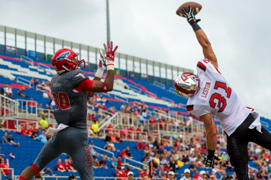 Hilltoppers redshirt senior defensive back Branden Leston (31) tips a dropped pass intended for Owls junior wide receiver Nate Terry (80). Max Jackson | Staff Photographer
