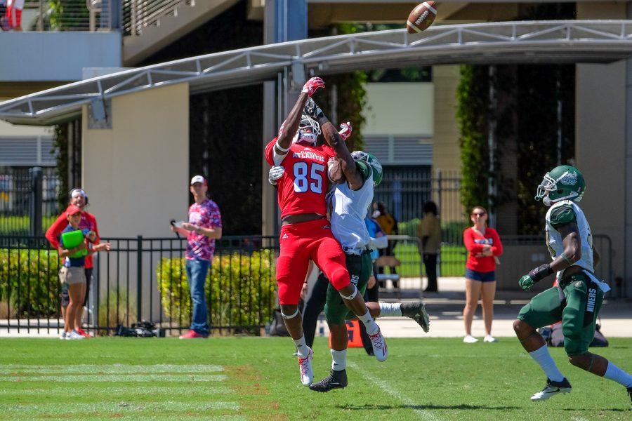 FAU freshman wide receiver John Mitchell (85) attempts to catch a pass from quarterback Jason Driskel.