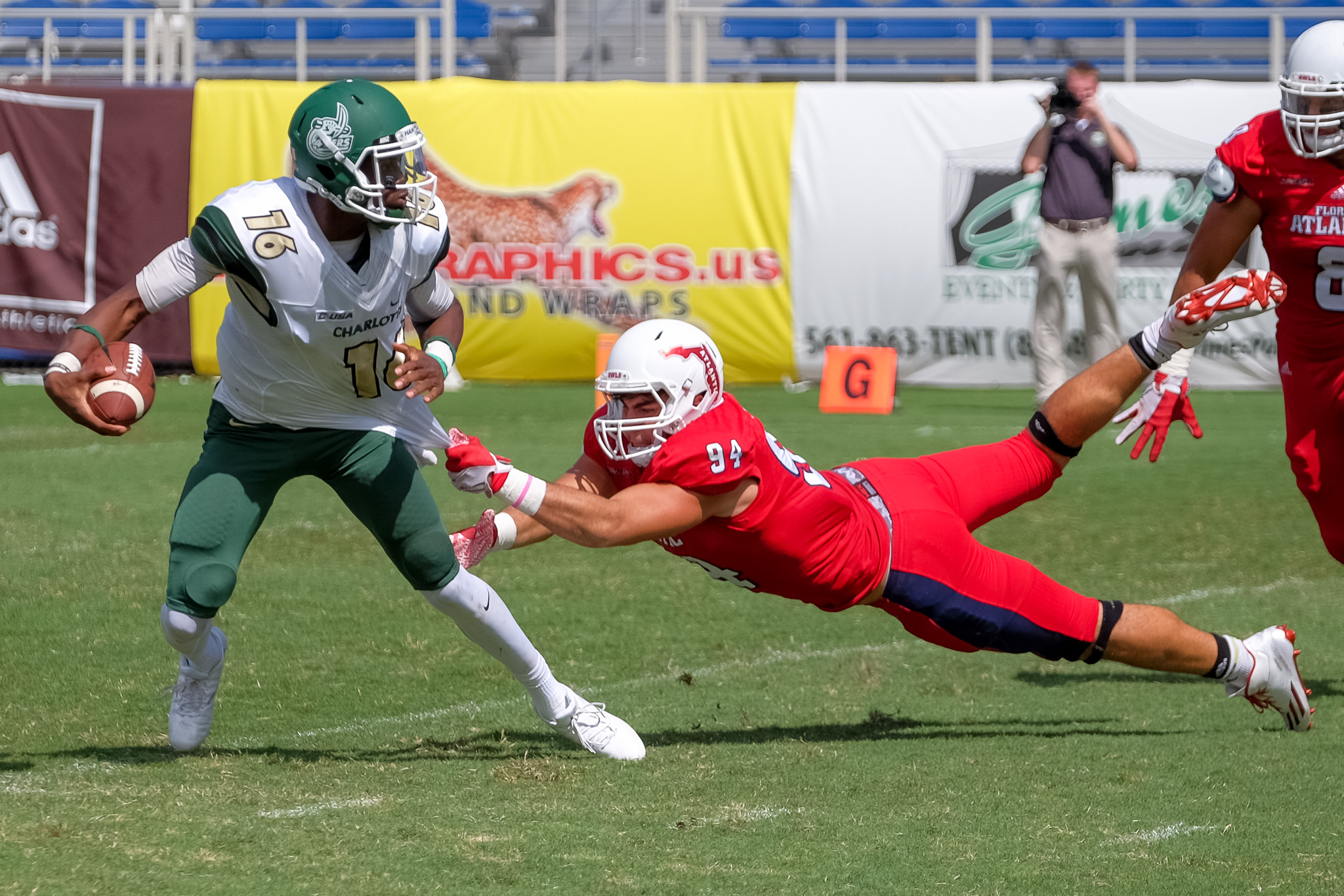 FAU defensive lineman Hunter Snider (94) sacks 49ers quarterback Hasaan Klugh (16).
