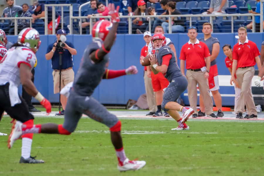 FAU redshirt sophomore quarterback Jason Driskel (16) looks to pass to a wide receiver. Mohammed F Emran   Staff Photographer