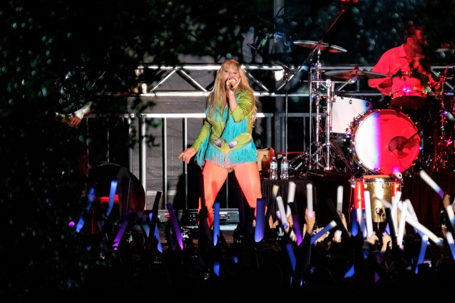 Kesha%2C+who+was+the+featured+act+of+the+2016+OWLFest+concert%2C+performs+her+2010+single+%E2%80%9CWe+R+Who+We+R.%E2%80%9D+Mohammed+F+Emran+%7C+Staff+Photographer
