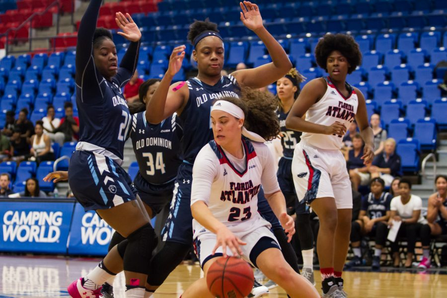 Freshman+Alexis+Shannon+scored+12+points+in+the+Owls+loss+against+Old+Dominion+last+Saturday.+Alexander+Rodriguez+%7C+Contributing+Photographer