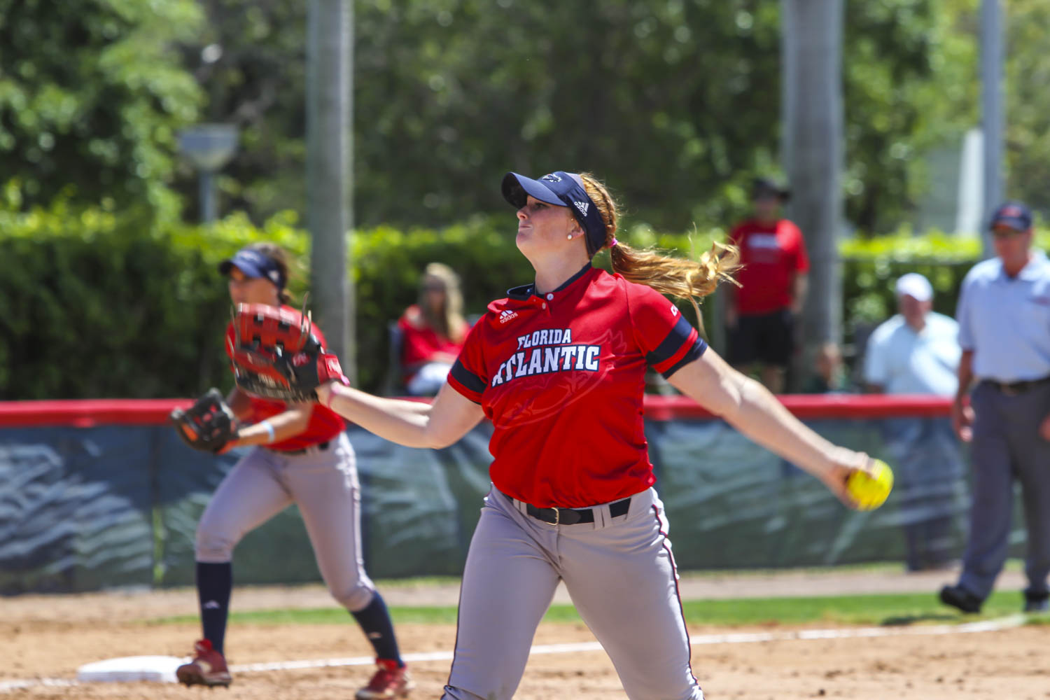 Senior Amanda Wilson throws a pitch in the Owls game against Charlotte last weekend. Alexander Rodriguez | Contributing Photographer